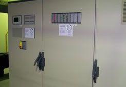 Schaltschrank mit Gaswarnanlage und Gassteuerung im Fraunhofer Institutszentrum Dresden