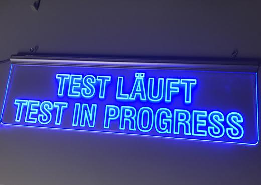 Kundenspezifisches Leuchttransparent in Blau